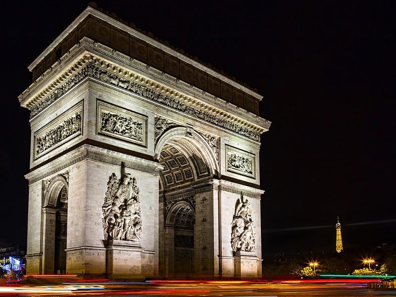 L'Arc de Triomphe, la nuit à Paris